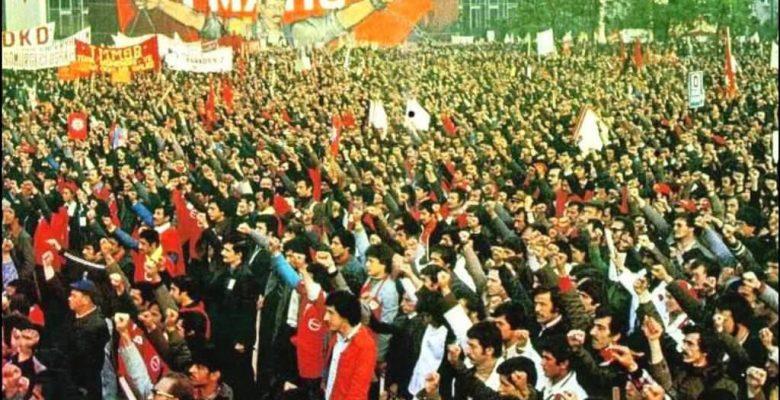 Konfederasyonumuz Birleşik Kamu İş'i ve tüm bağlı sendikaları, İşçi Sınıfının Birlik, Dayanışma ve Mücadele Günü olan 1 Mayıs'ta Taksim'de, 1 Mayıs'ın Anavatanında olmaya çağırıyoruz