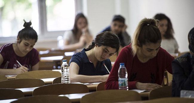 MEB, sınavla öğrenci alacak okullar için başvuru kılavuzunu yayınlayarak Dindar ve Kindar Nesiller yetiştirme hedefini bir kez daha ilan etmiştir