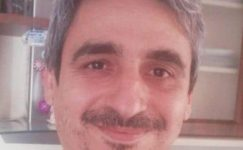 Mersin'de Atatürk Mesleki ve Teknik Anadolu Lisesi laboratuvarında dezenfektan üretimi sırasında yaşanan patlamada yaralanan öğretmen Ramazan Şahin hayatını kaybetti.