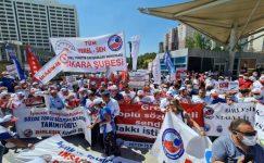 """Sefalet ücreti değil, insanca yaşam ücreti İstiyoruz! Ankara'da polis barikatıyla karşılanan Kamu Emekçileri tek ses haykırdı: """"Direne direne kazanacağız!"""" Halkçı Kamu Emekçileri'nden açlık, yoksulluk ve sefalet zamlarına kırmızı kart : Reddediyoruz!"""